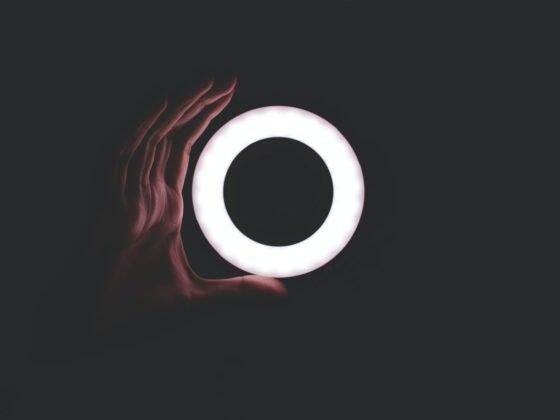 Jak wybrać główne oświetlenie do salonu? 6