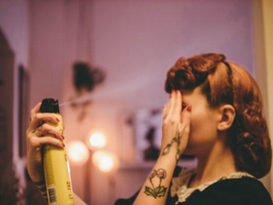 Wady i zalety lakieru do włosów - używać czy nie? 2