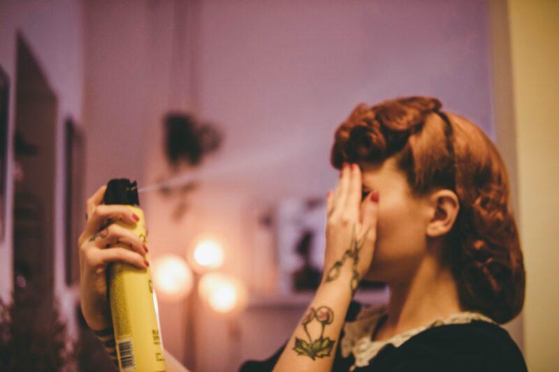 Wady i zalety lakieru do włosów - używać czy nie? 1