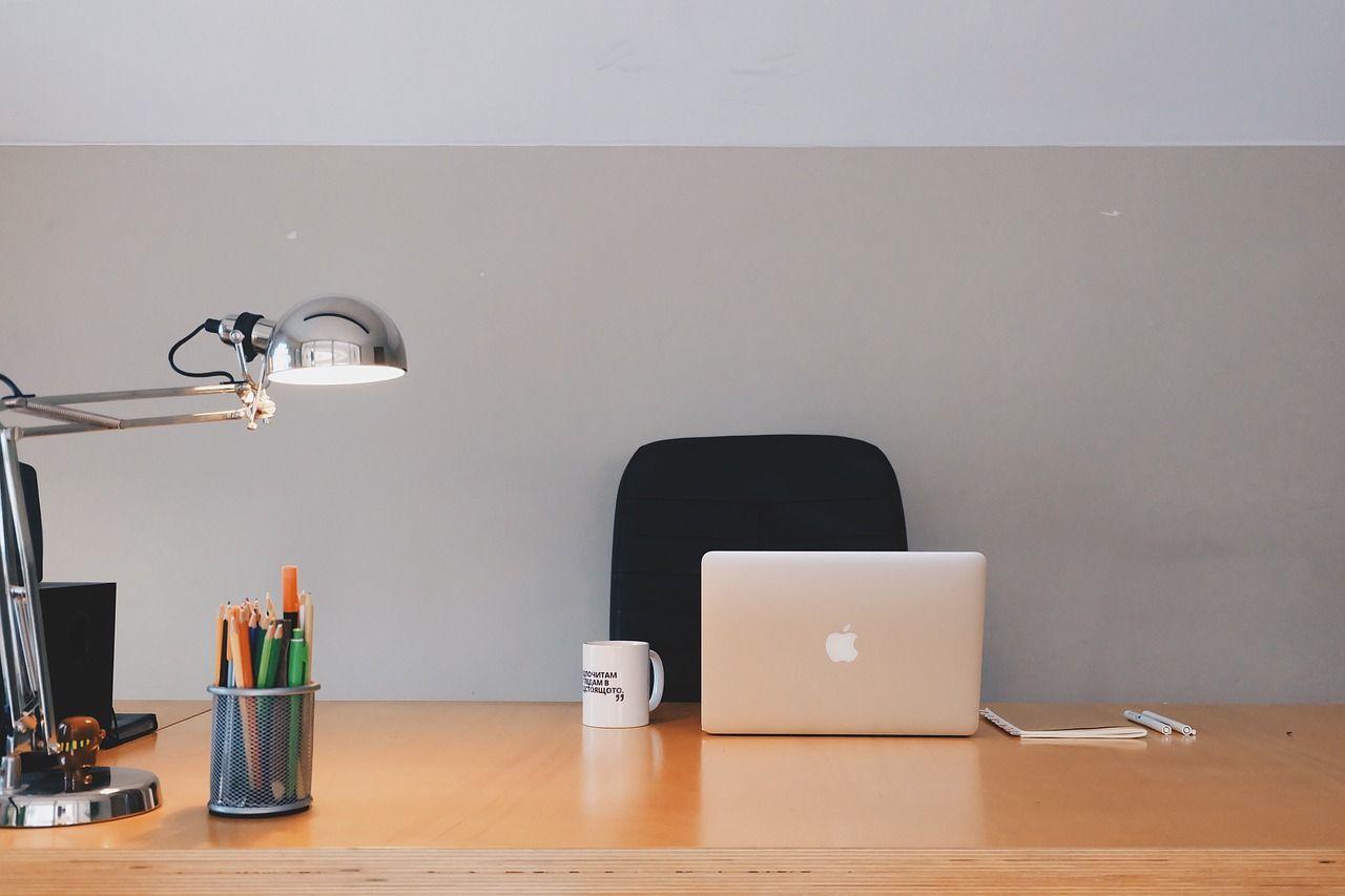 Do nauki, czytania i relaksu. Jaką lampkę wybrać na biurko? 2