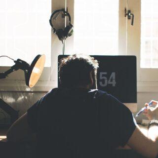 Do nauki, czytania i relaksu. Jaką lampkę wybrać na biurko? 15