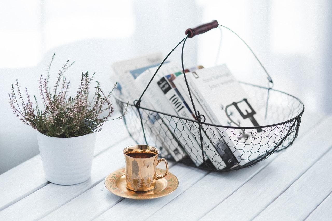 Trendy w nowoczesnych stolikach kawowych 23