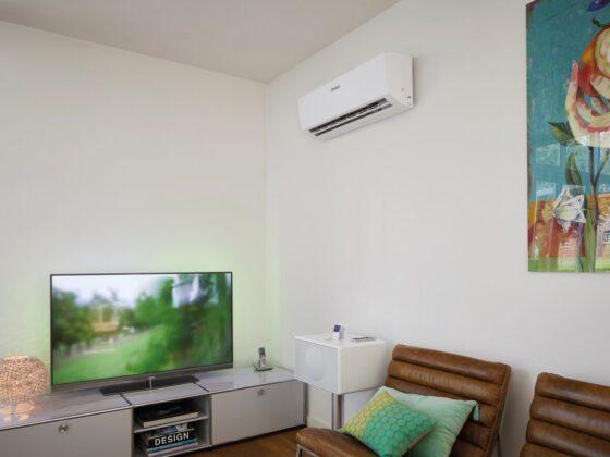Klimatyzator domowy w salonie