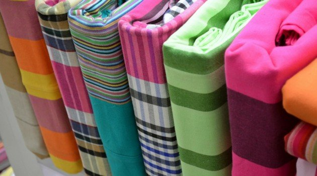 Piętrowe łóżko do sypialni dzieci – szuflady na pościel