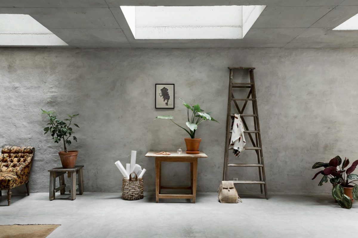 beton w salonie aranżacje ścian