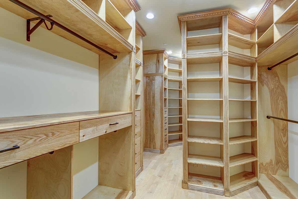 garderoba z szafami do zabudowy