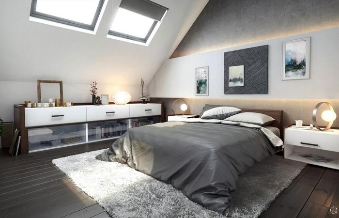łóżko w sypialni ze skosem na poddaszu