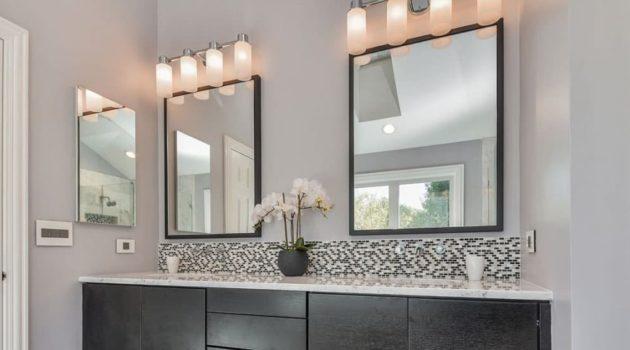 Jak wybrać lustro do nowoczesnej łazienki? Kilka prostych trików, by powiększyć łazienkę