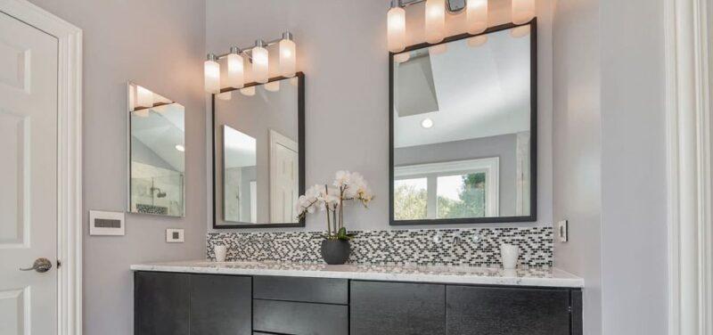 Jak wybrać lustro do nowoczesnej łazienki? Kilka prostych trików, by powiększyć łazienkę 1