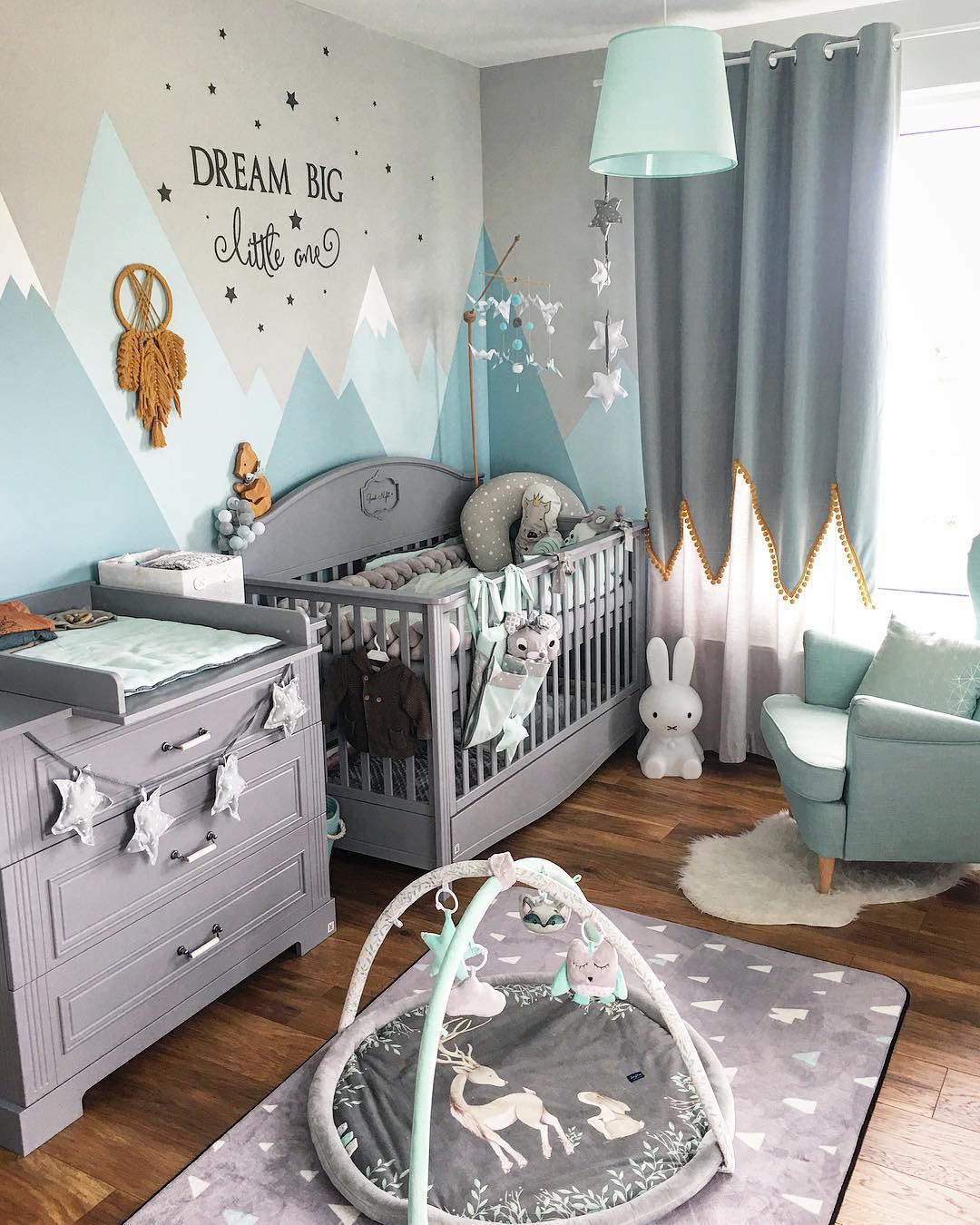 niezbędne akcesoria w pokoju niemowlaka