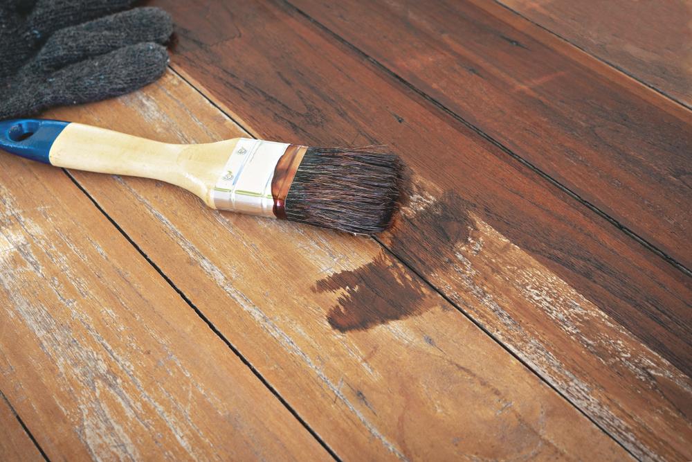 Malowanie drewna - co warto wiedzieć o jego renowacji? Polifarb.lodz.pl