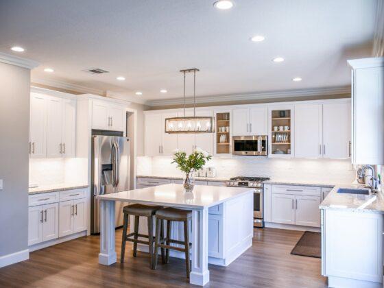 Sprawdź jak wybrać odpowiednią wysokość hokera do kuchni 4