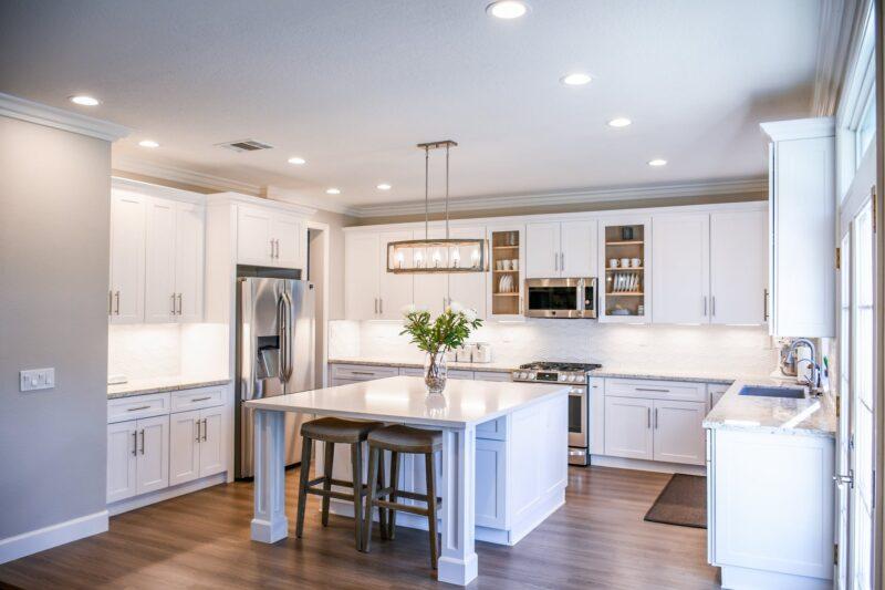 Sprawdź jak wybrać odpowiednią wysokość hokera do kuchni 1