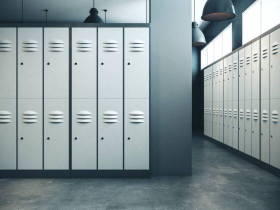 Metalowa szafka gospodarcza w nowoczesnym zakładzie pracy 2