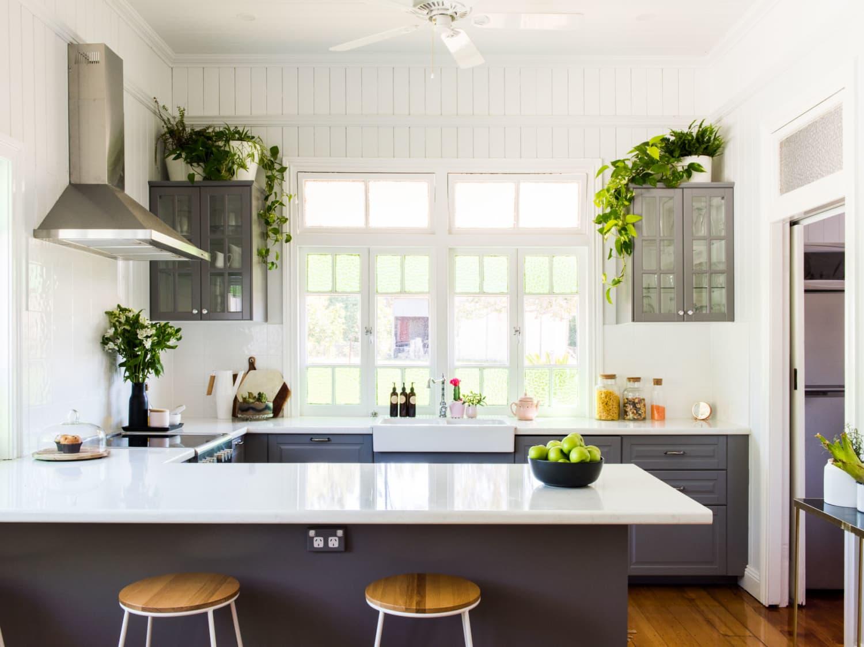szara kuchnia w domu