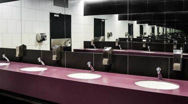 Decoupage – łazienkowe lakierowanie i poprawa błędów