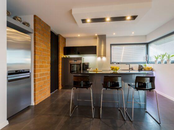 Wysokie krzesła do kuchni - dlaczego się sprawdzają? 2