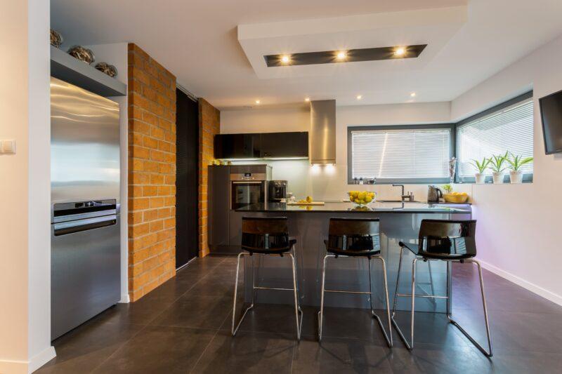Wysokie krzesła do kuchni - dlaczego się sprawdzają? 1