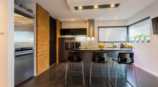 Wysokie krzesła do kuchni – dlaczego się sprawdzają?